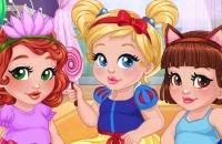 Baby-Mädchen Verkleiden Sich Spaß